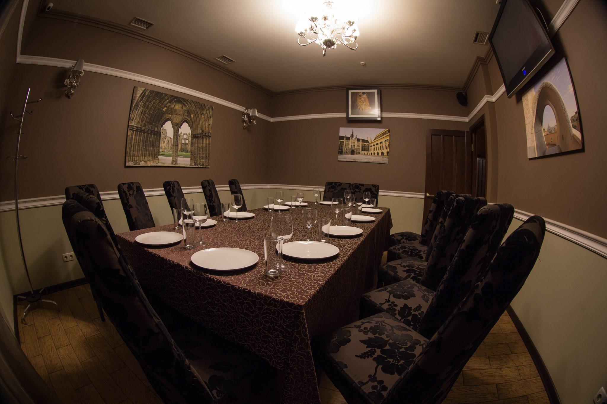 Коричнева зала до 14 осіб